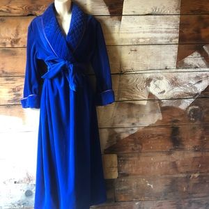 Vintage Evelyn Pearson Size Med. Hollywood Robe